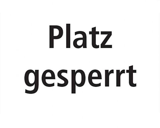 Platz gesperrt - Deutsch